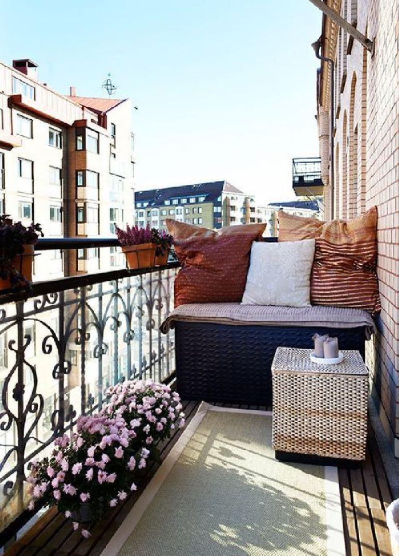 Na takomto balkóniku už lendobrú knihu a kávu do ruky a celý svet je zrazu gombička.
