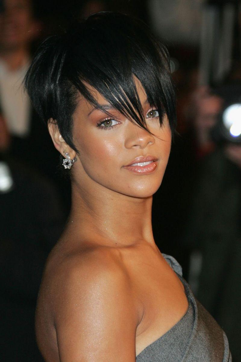 Rihanna môže mať vlasy akejkoľvek dĺžky a vždy bude považovaná za módnu ikonu.