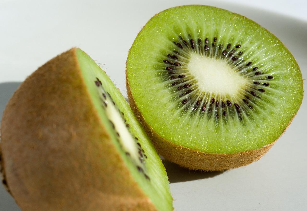 Kivi obsahuje prospešné baktérie, ktoré pomáhajú optimalizovať metabolizmus.